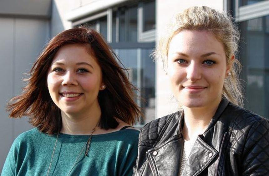 Ines Schneider (links) und Jacky Jardot studieren seit dieser Woche Controlling und Marketing in ...