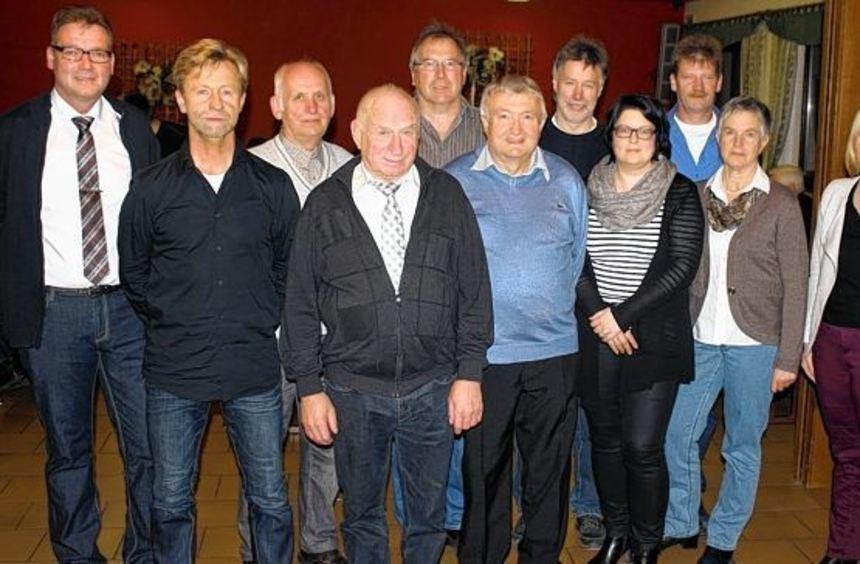 Die Geehrten und der Vorstand des TSV Dittwar.