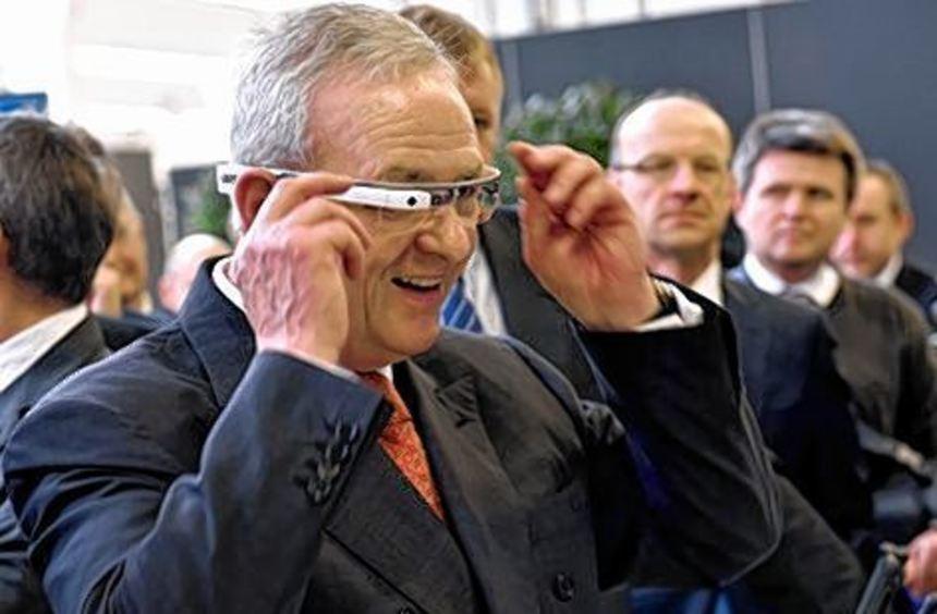 Volkswagen-Chef Martin Winterkorn testete die Brille vor kurzem.