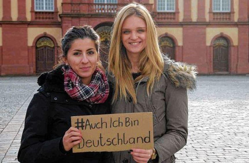 Machen sich gegen Rassismus und Vorurteile stark: die Studentinnen Anastasia Erohina (rechts) und ...