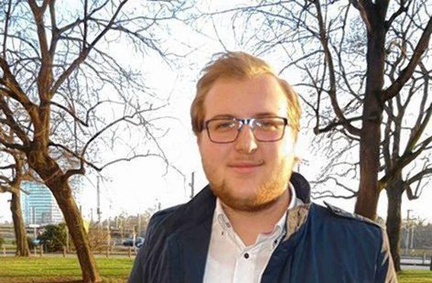 "Stolz zeigt Florian Uhl seine App ""whoZZZin""."