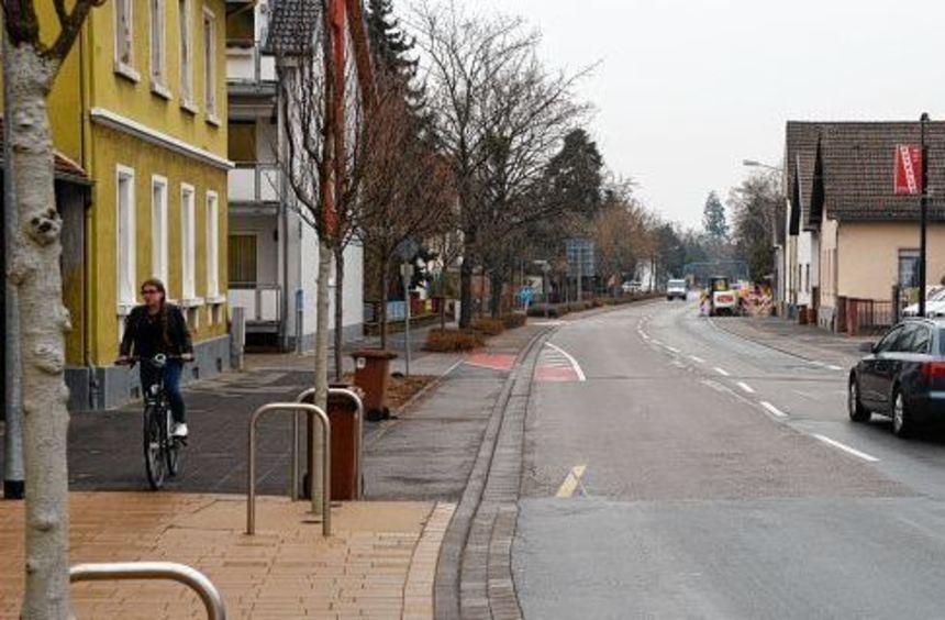 Die B 3 in Auerbach wird ab der Einmündung Otto-Beck-Straße Richtung Zwingenberg saniert. Baubeginn ...