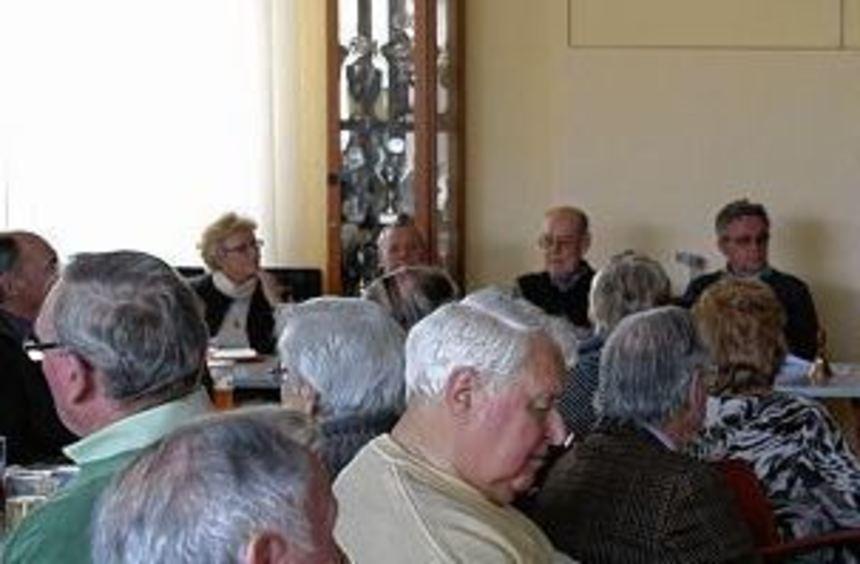 Der Vorsitzende Dietmar Röhrig begrüßte bei der Jahreshauptversammlung im Bürgerhaus Gartenstadt 45 ...