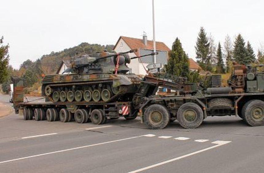 Der letzte Flugabwehrkanonenpanzer Gepard 1A2 verließ gestern Hardheim. Er kommt nach Marktbergel ...