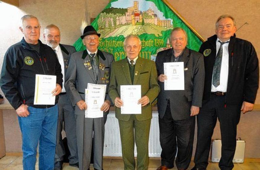 Langjährige Mitglieder der Schützengesellschaft Wertheim wurden im Rahmen der ...