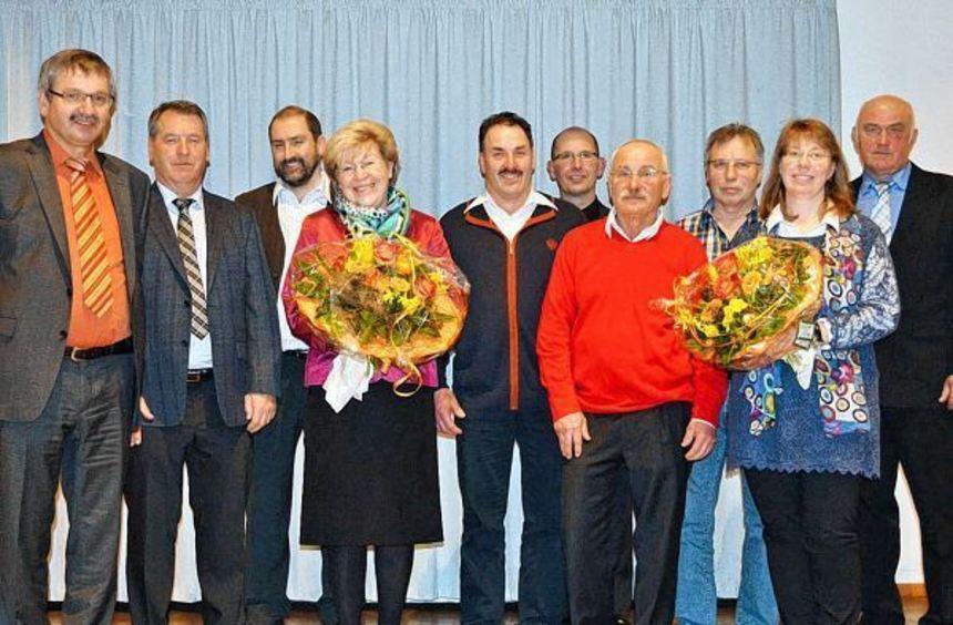 Unser Bild zeigt (von links) Geschäftsführer Willy Grün, Geschäftsführer Herbert Klein, Frank ...