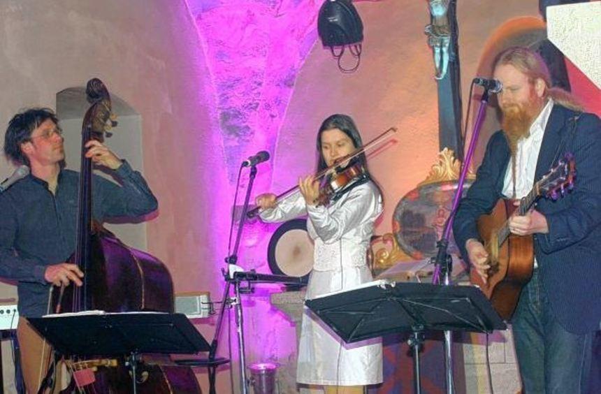 """""""Strömkarlen"""" (von rechts) der Schwede Stefan Johansson, die Dresdnerin Christina Lutter und der ..."""
