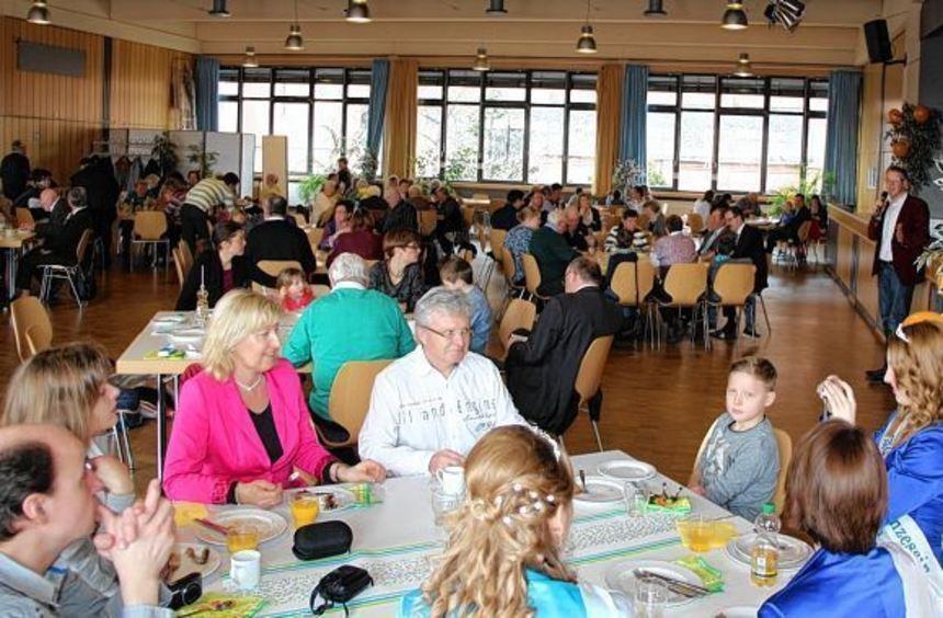 Großer Andrang: Beim Familienbrunch der Bibliser CDU langen viele Gäste kräftig zu. ...