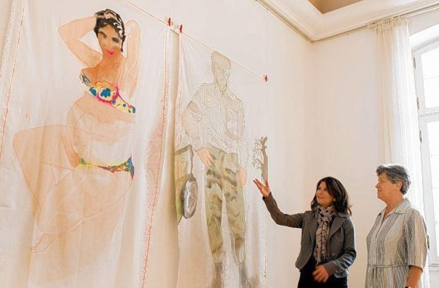 Künstlerin Spiridoula Politi hat ihre Ausstellung im Palais Hirsch eröffnet. Eine der erste ...