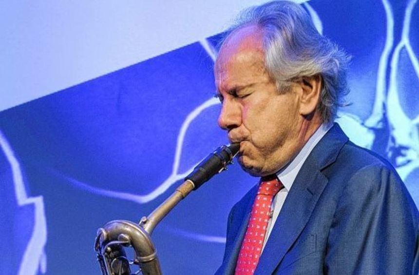 August-Wilhelm Scheer am Bariton-Saxophon.