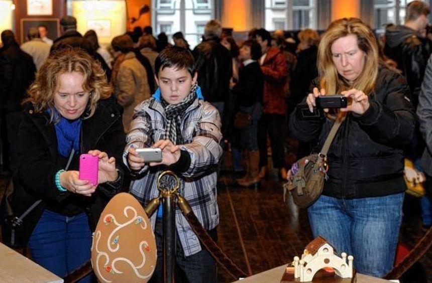 Geschmackvolle Kunst rund um die Schokolade können die Besucher im Saalbau bewundern.