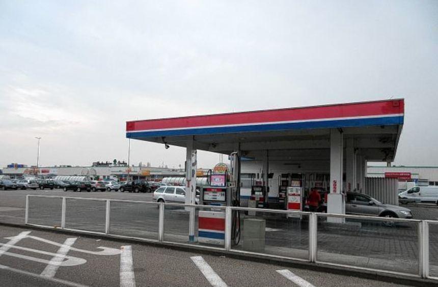 Sollte nach Globus-Vorstellungen Platz machen für 60 zusätzliche Parkplätze: Die Tankstelle vor dem ...