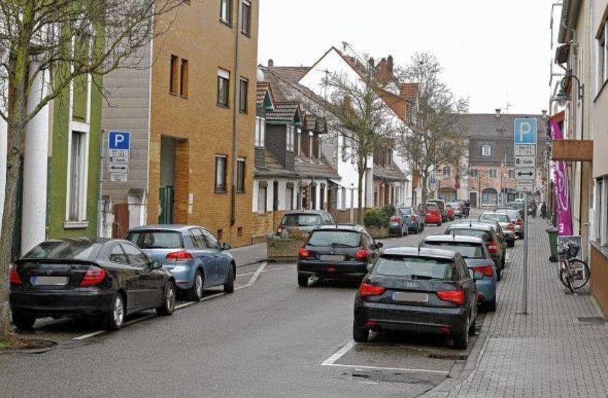 In der Herzogstraße durfte bisher montags bis freitags, 7 bis 19 Uhr, mit Parkscheibe für eine ...