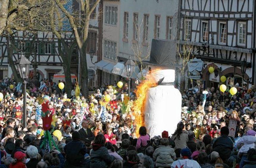 Der Sommertagszug in Weinheim hat Volksfestcharakter. Veranstaltet wird er seit über 110 Jahren.