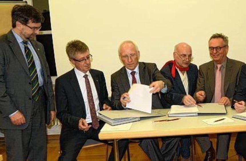 Unterzeichnet wurde am Mittwoch in der Kreisstadt der Vertrag über die Gründung eines ...