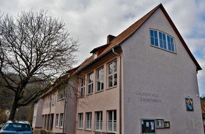 Nur ein Beispiel für das umfangreiche, öffentliche Eigentum: Nach der Schließung der Grundschule in ...