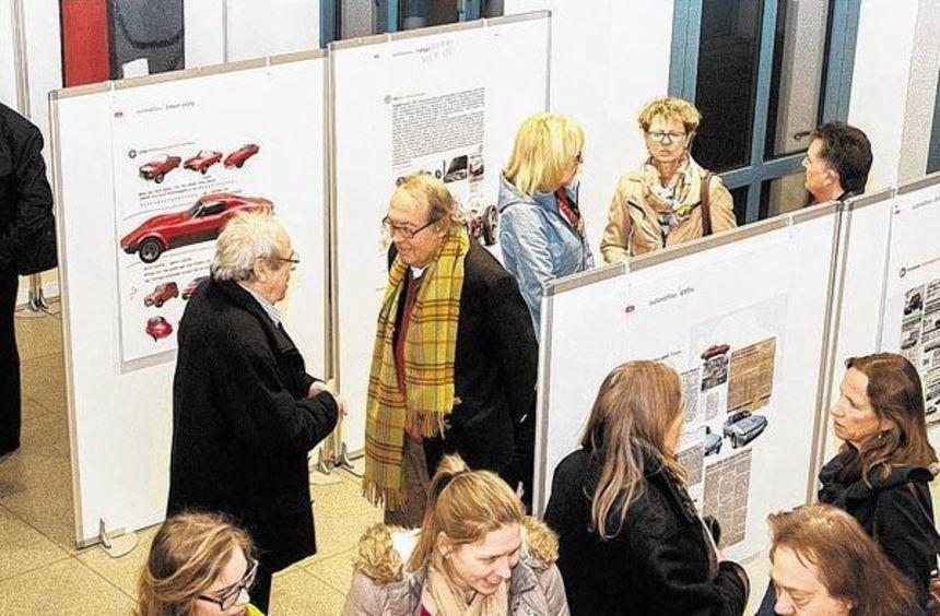 """Vorgeschmack auf die Autoschau ist im Landratsamt die Ausstellung """"Traffic Art 2015""""."""