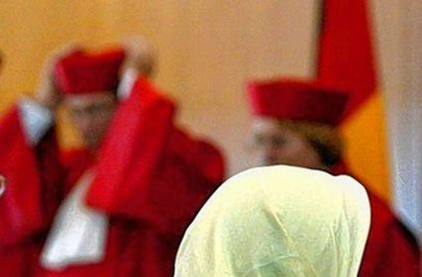 Lehrerin Fereshta Ludin 2003 vor den Verfassungsrichtern.