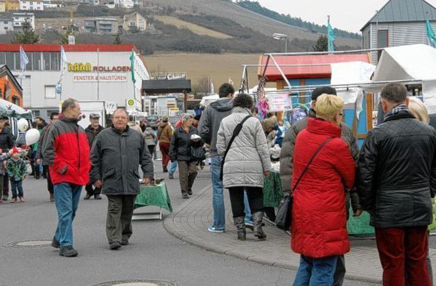 Die Besucher des 20. Georgsmarktes mit verkaufsoffenem Sonntag flanierten gemütlich auf dem ...