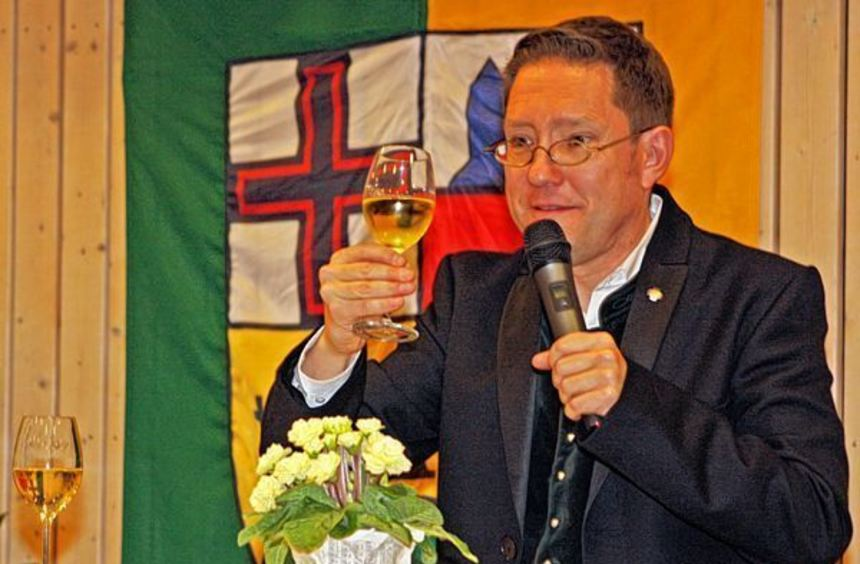 Humorvoll, mit viel Wissen um den Markelsheimer Wein und stets passenden Bibeltexten führte Dekan ...