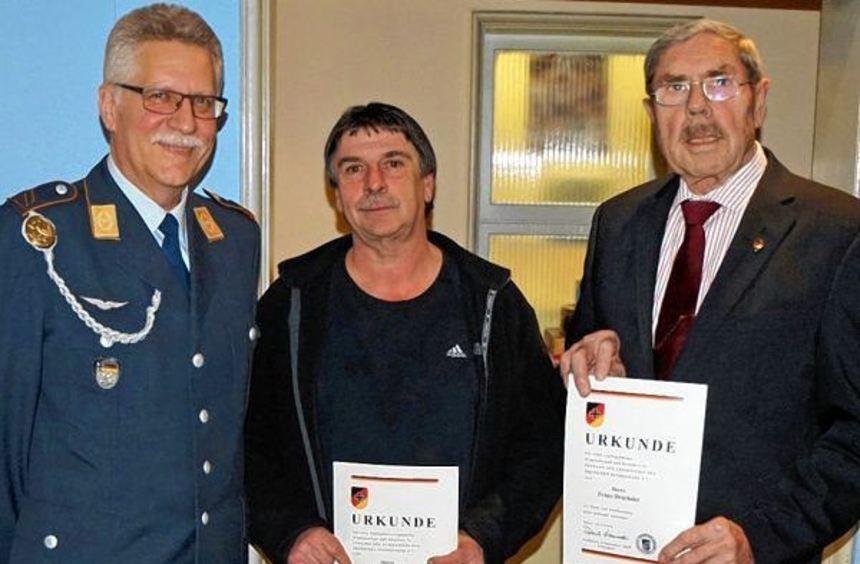 Die Geehrten der Reservistenkameradschaft Tauberbischofsheim. (Von links) Vorsitzender Wolfgang ...