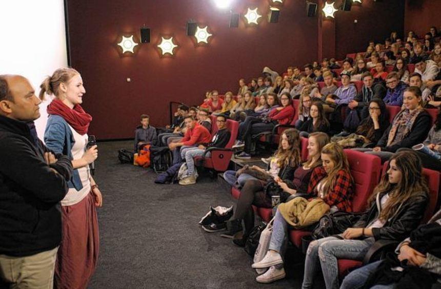 Gespräch mit Regisseur: Die neunten und zehnten Klassen der Realschule St. Bernhard lernten bei ...