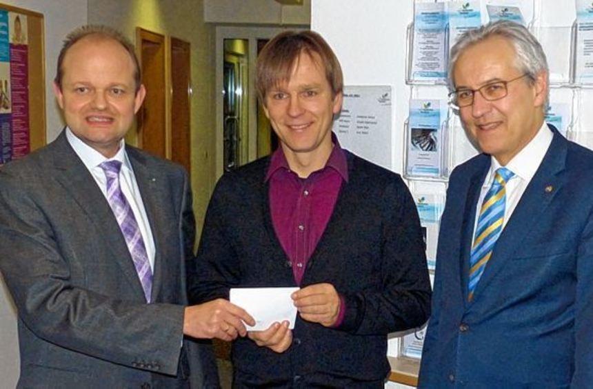 Freute sich über die Spende des Kiwanis Clubs Tauberbischofseim: Stefan Blido (Mitte), Leiter der ...
