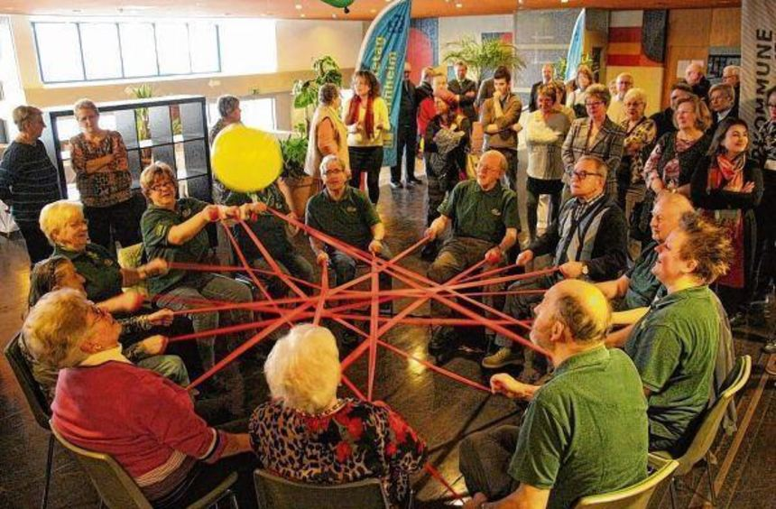 Die Parkinson-Gruppe demonstriert gemeinsame Gymnastik. Sie war eine von 29 Selbsthilfegruppen, die ...