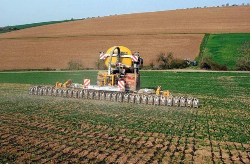Mit einer neuen, umweltfreundlichen Gülletechnik erfüllt der Maschinenring die hohen Anforderungen ...