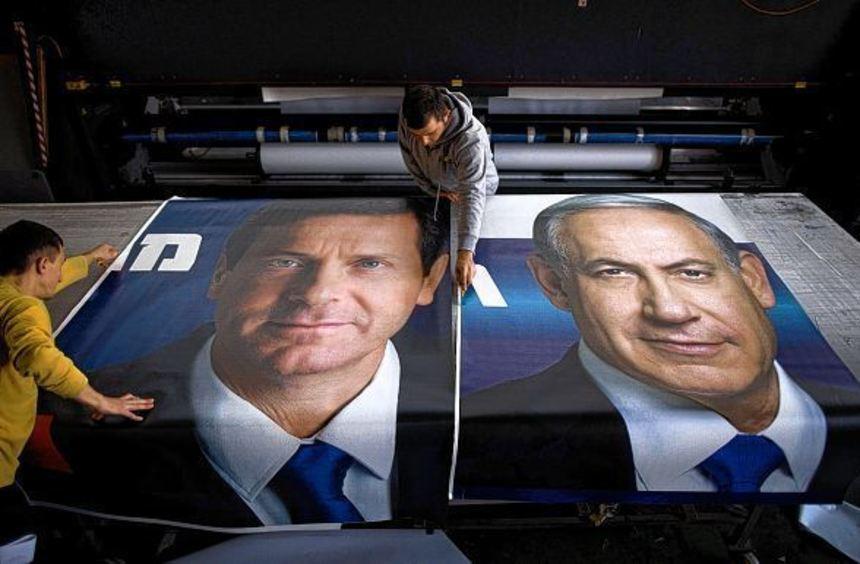 Der Chef der Arbeiterpartei, Izchak Herzog (links), hat gegen Ministerpräsident Benjamin Netanjahu ...