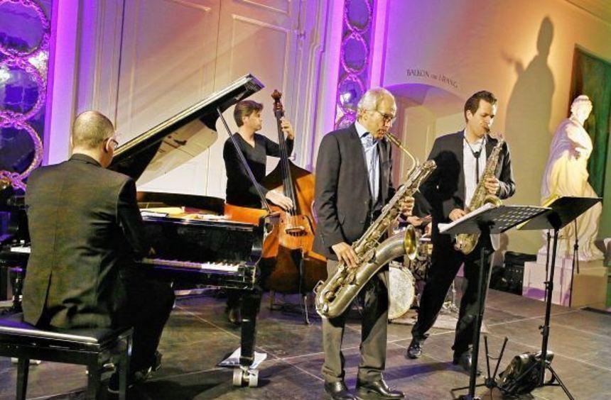 """Die Band """"Groovin High"""" mit ihrem Bariton-Saxofonisten, dem 73-jährigen August-Wilhelm Scheer ..."""