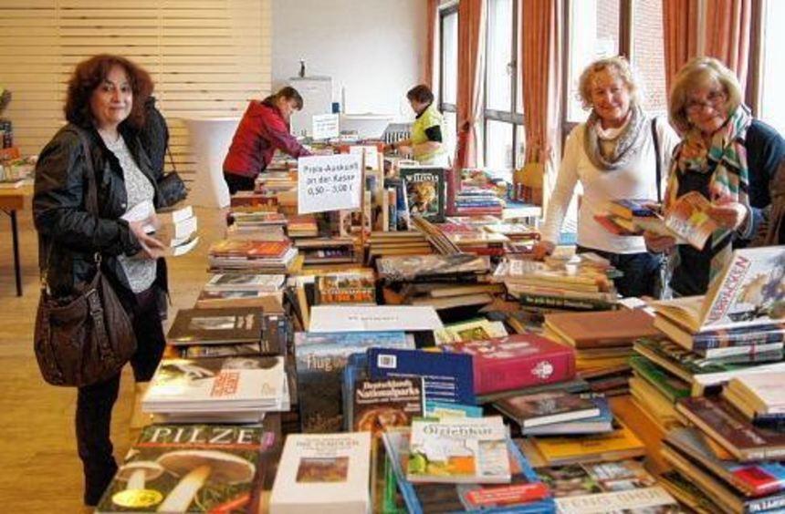 Hier kommen Bücherfreunde auf ihre Kosten: Flohmarkt im Luther-Haus.