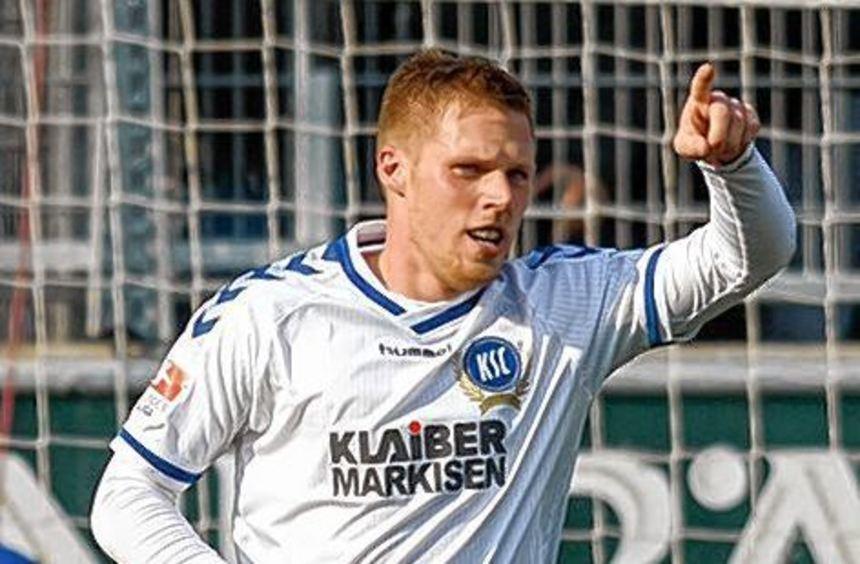 Doppelschlag zum Sieg: Karlsruhes Rouwen Hennings.