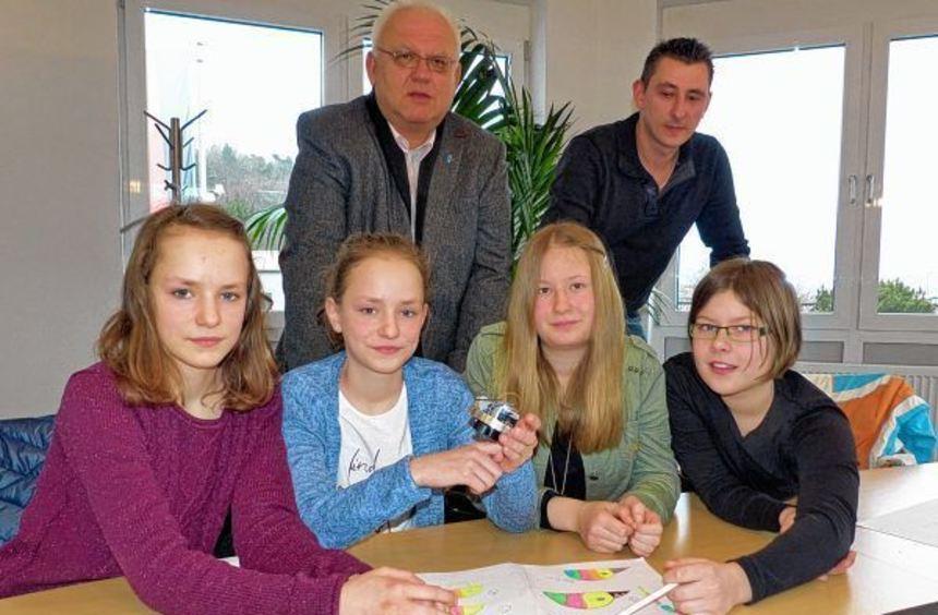 Die Erfinderinnen (von links) Vanessa und Victoria Pink, Judith Ries, Yana Wenzler. die einen ...