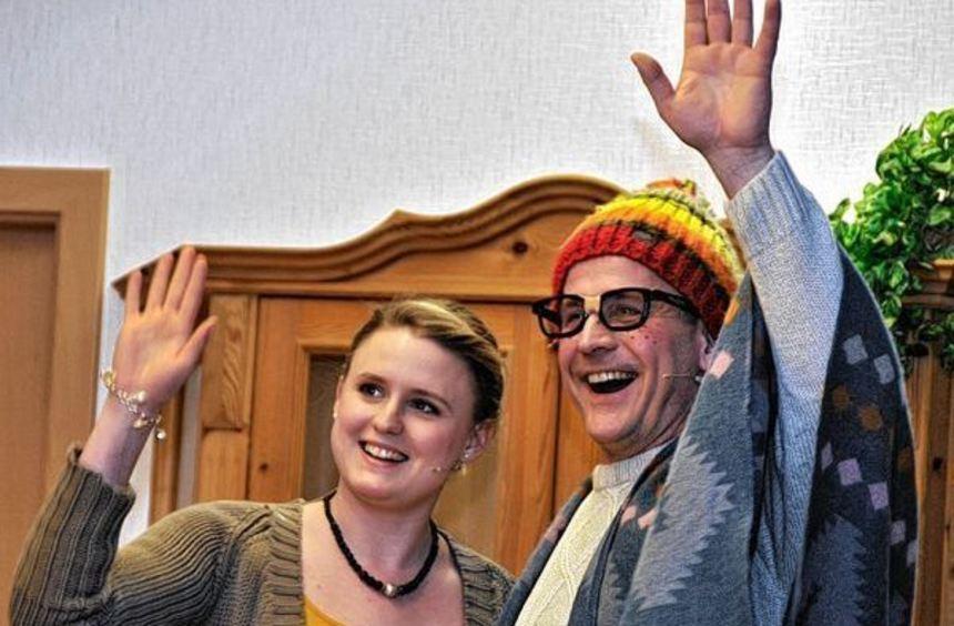 Beeindruckten vor ausverkauftem Haus: Die Darsteller der Laienspielschar beim Feuerwehrball im ...