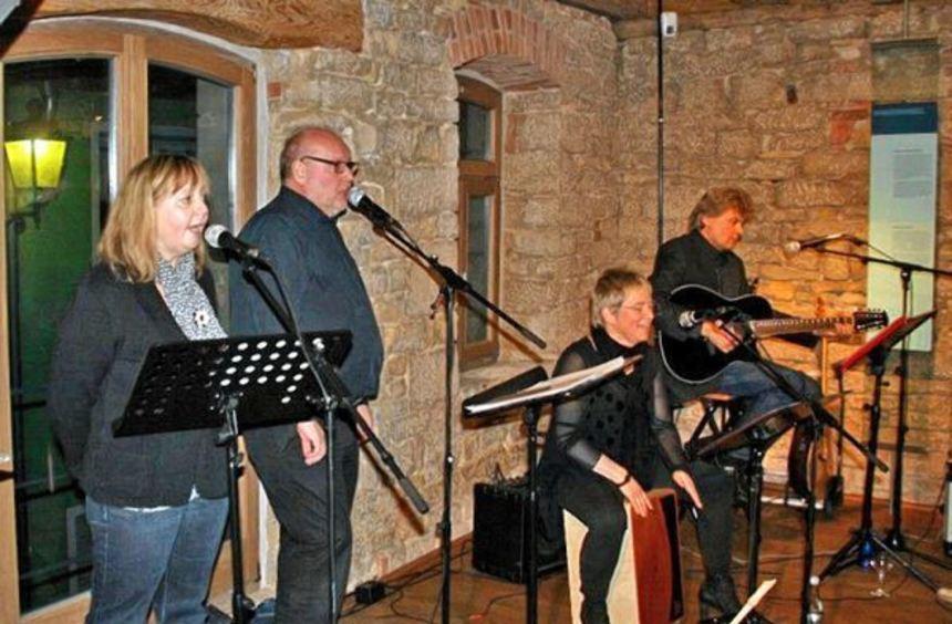 Die Marbacher (von links) Elisabeth Spohn (Gesang), Bernhard Löffler (Gesang), Silke Ortwein ...