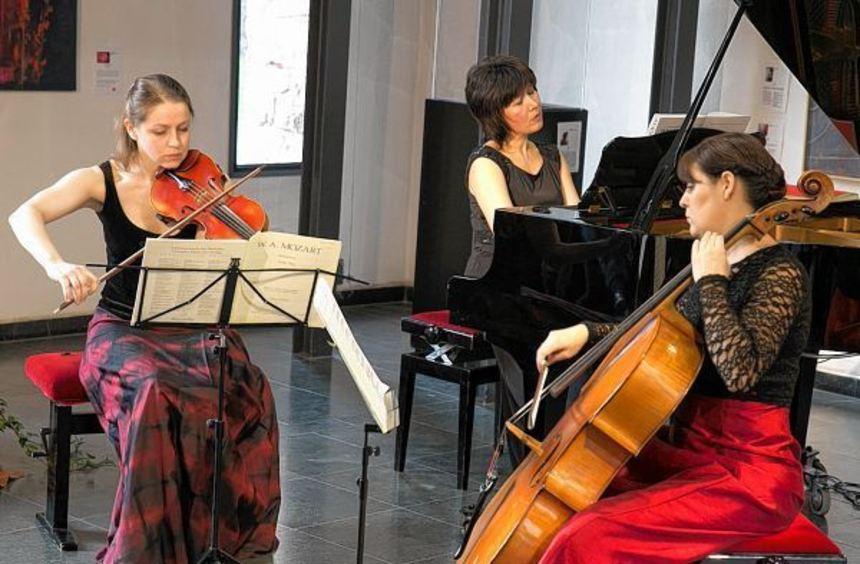 Jeanette Pitkevica, Gulnora Alimova und Daniela Müller-Setzer (v. l.) spielen höchst professionell.