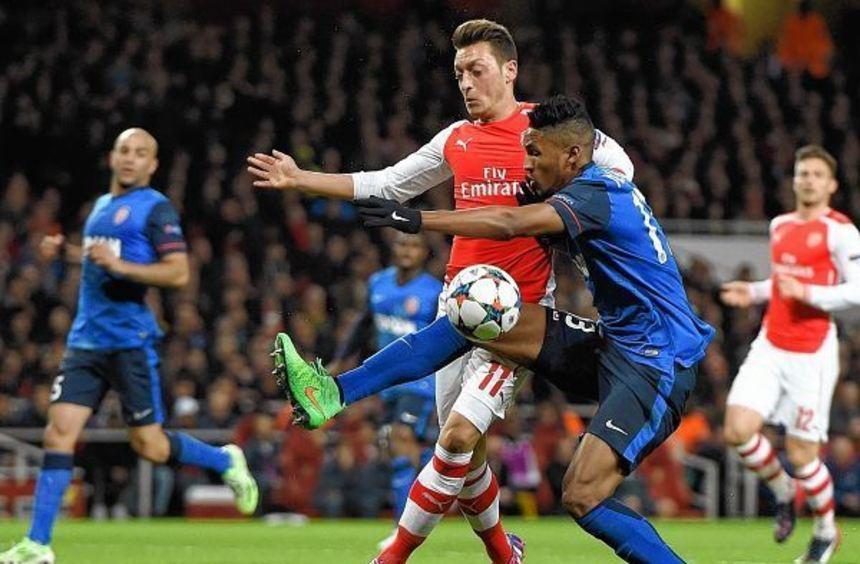 Weltmeister Mesut Özil hat bei Arsenal London seine Topform wiedergefunden.
