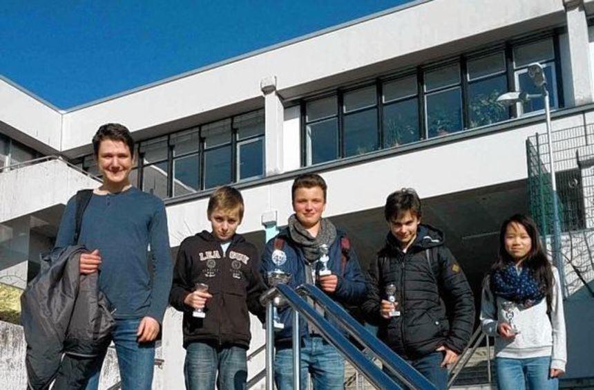 Die Schach-Mannschaft des Alten Kurfürstlichen Gymnasiums in Bensheim hat die ...