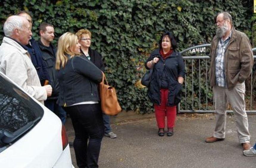 Stadtrat Thorsten Riehle (2. v. r.) im Gespräch mit Lokalpolitikern, BDS-Vertretern und ...