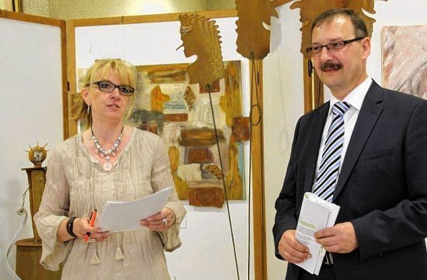 Kunst im Rathaus: Diesmal stellt Anette Jansen aus. Bürgermeister Felix Kusicka begrüßt die ...