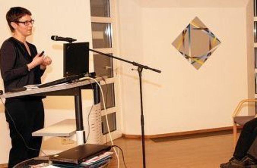 Dem Vortrag von Dr. Miriam Freudenberger lauschen Knut Doll, Tore-Derek Pfeifer, Dr. Nicolas ...