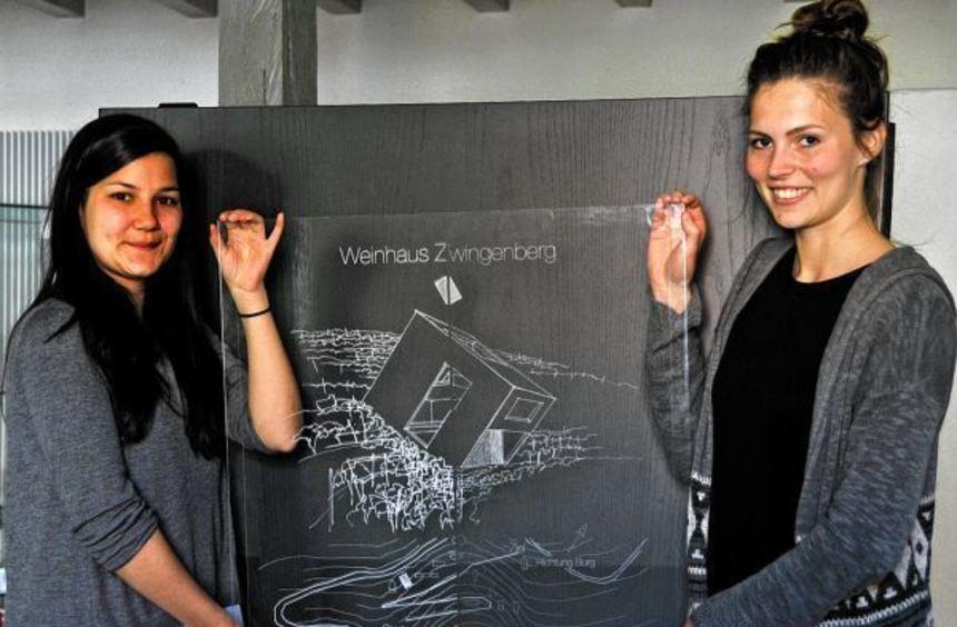 Die angehenden Architektinnen Sarah Papperitz (l.) und Marisa Horn (r.) haben mit Hilfe ihrer ...