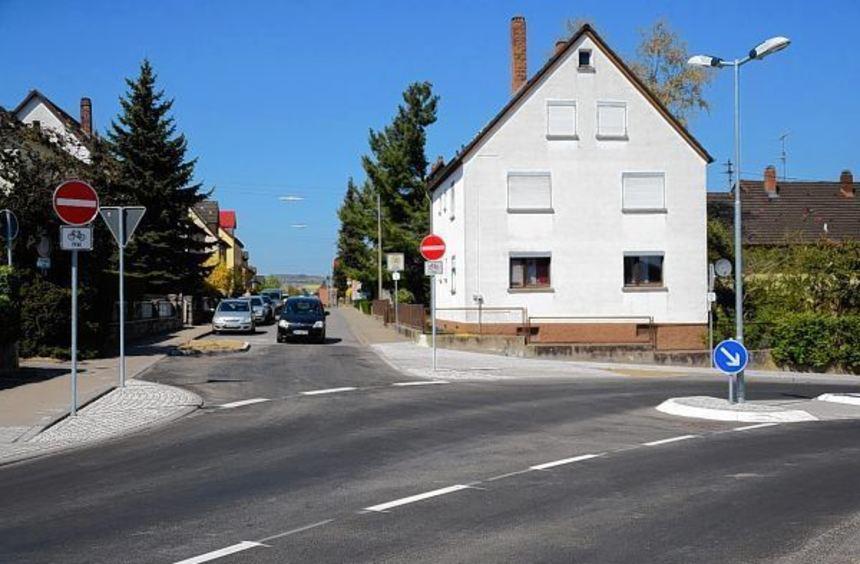 """Die Josef-Schmitt-Straße in Lauda ist nun eine """"unechte"""" Einbahnstraße. Damit soll der Verkehr ..."""
