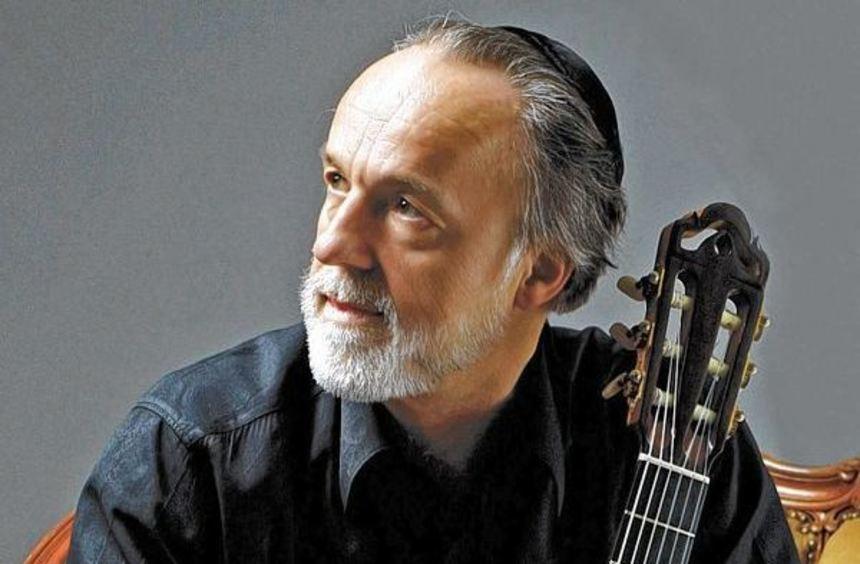 Ein Konzert gibt der Gitarrist Roberto Legnani am Montag, 11. Mai, im Barocksaal des Wertheimer ...