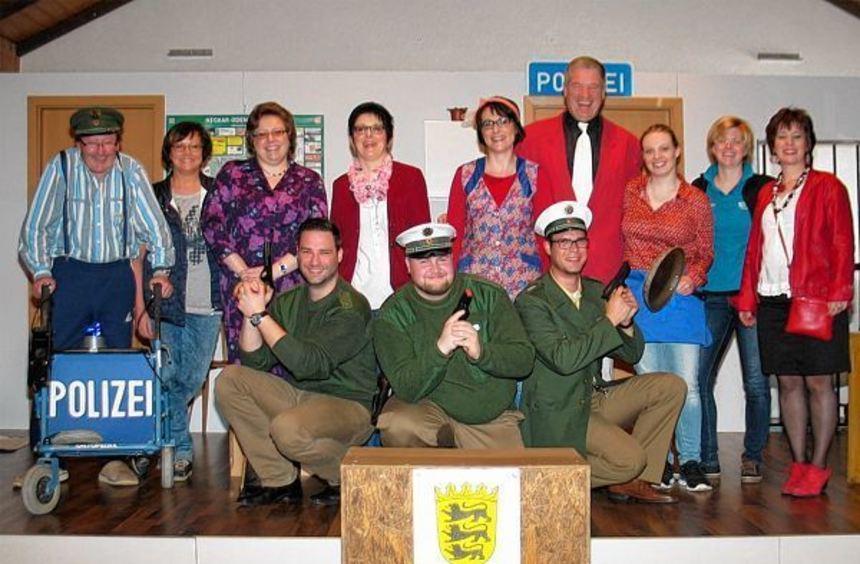 """Die Theatergruppe """"Bretzinger Lachmuskel"""" hat mit ihrem Stück """"Polizeiposchde Bretzi"""" die Zuschauer ..."""