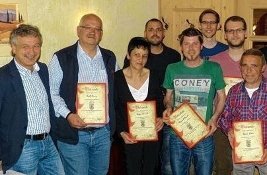 Ehrungen vorgenommen (von links): Kassier Thomas Zängle, Ralf Lorenz (seit 20 Jahren dabei), Sonja ...