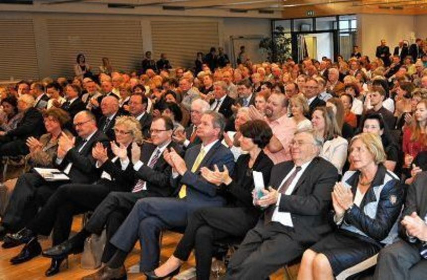 Volles Haus in der Mensa des AKG: 400 Gäste kamen zum festlichen Jubiläumsabend der Stadt Bensheim.