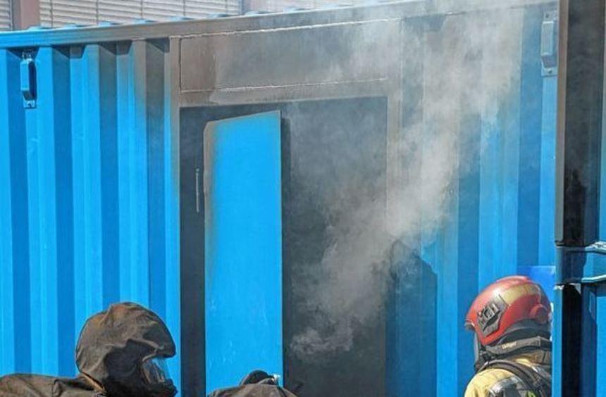 Brandbekämpfung unter realistischen Bedingungen: Feuerwehrleute testeten in Buchen den Prototypen ...