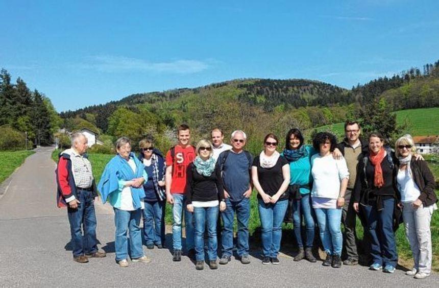 Bei einer Wanderung mit anschließender Einkehr lernten sich die Mitglieder des HHC Groß-Rohrheim ...